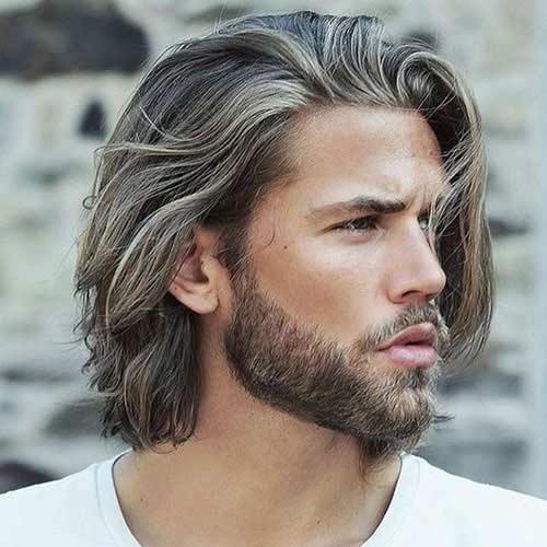 Cabello largo y fluido con barba