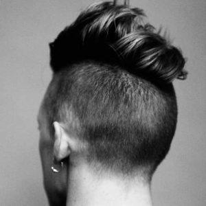 Corto bajo Con Peinado Largo