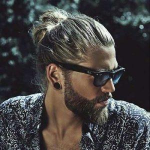 Hombre Bun Con Barba