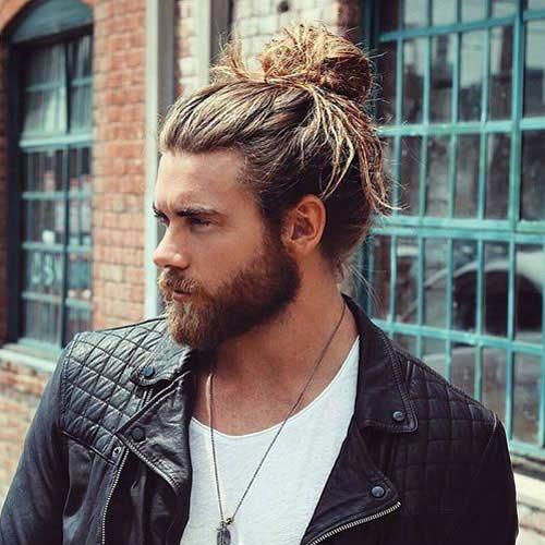 Hombre Bun Con Pelo Largo Y Barba