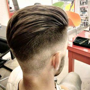 Corte de pelo de hombre de atras