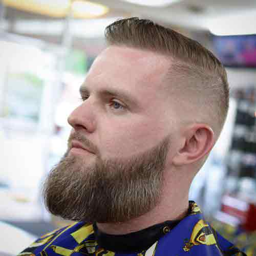 Corte de cabello para caballero con entradas
