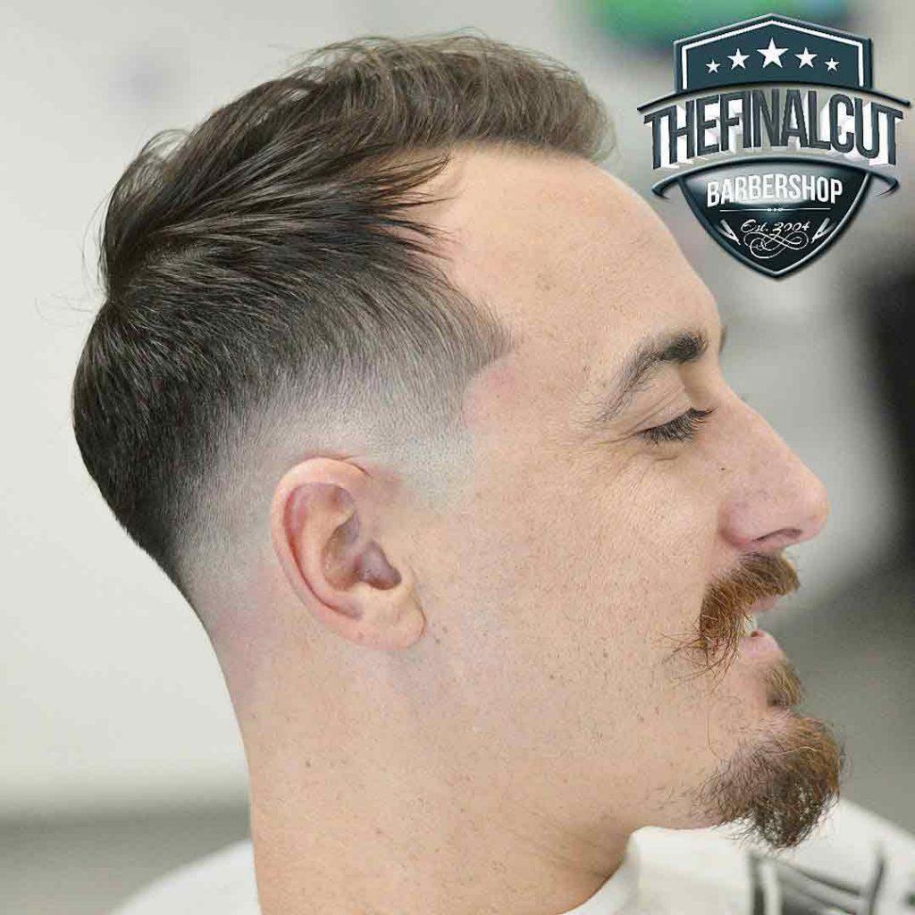 Corte-de-pelo-con-bigote-y-barba-de-chivo