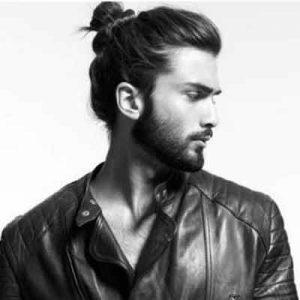 Bonito y sencillo peinados largos hombre Imagen de cortes de pelo Ideas - Los Mejores Peinados Para el Pelo Largo | Tendencias 2020