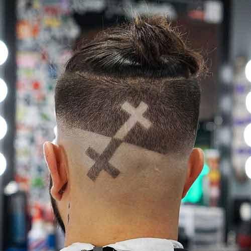 moño-en-cabello-con-laterales-afeitados
