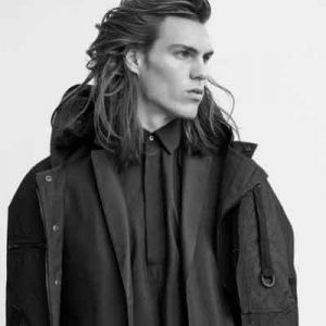 peinado-largo-hasta-el-hombro-hombres-2
