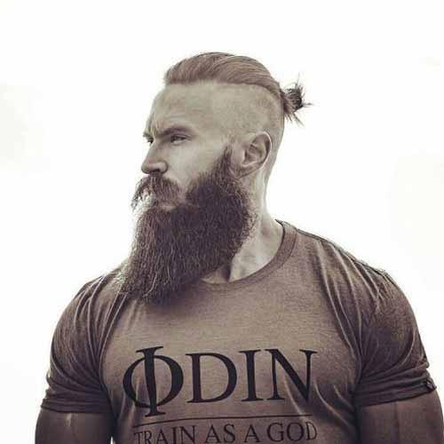 Laterales-cortos-con-moño-arriba-y-larga-barba