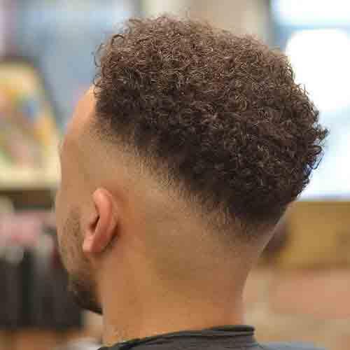 corte-de-cabello-hombre-negro-degradado-a-raz-de-piel