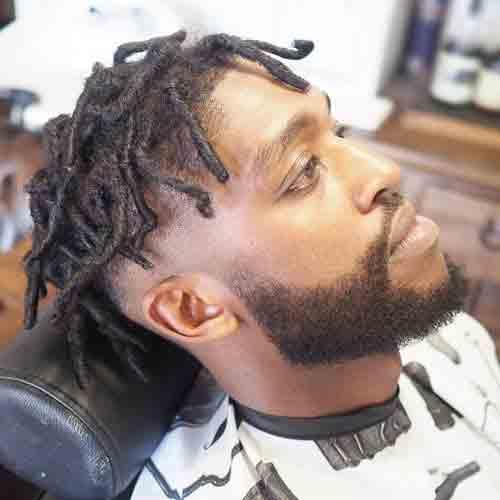 corte-de-cabello-hombre-negro-degradado-con-espacios-muy-cortos
