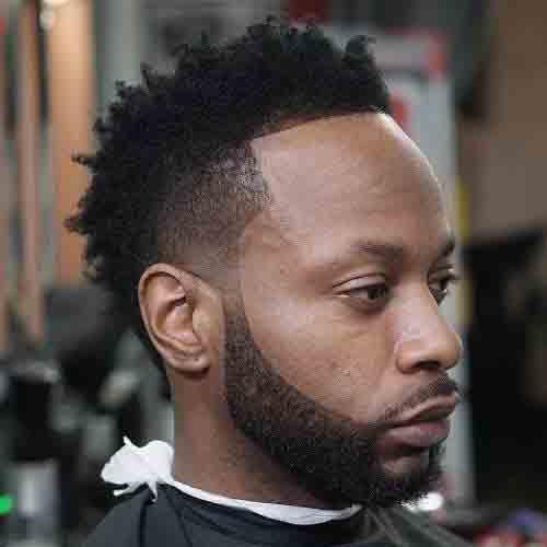 corte-de-pelo-hombre-negro-degradado-con-cresta-y-barba-diseñada