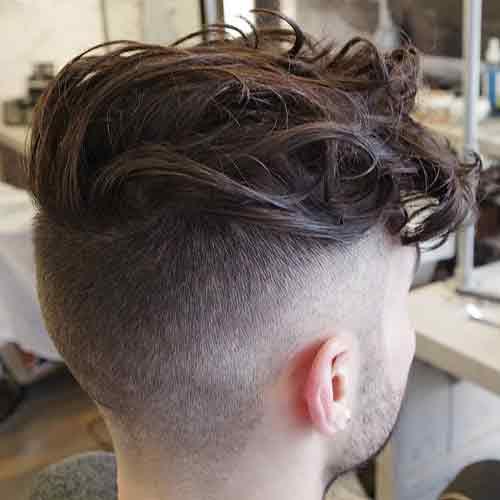 Undercut-con-cabello-largo-rizado-Top