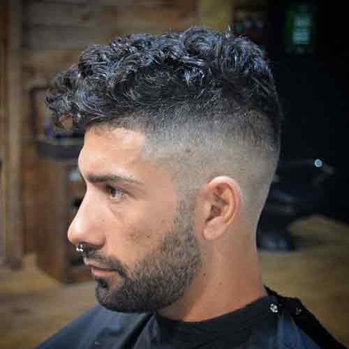 Undercut-con-pelo-rizado-y-barba
