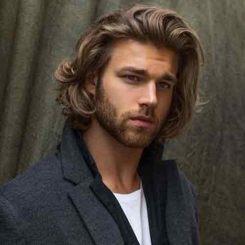 cabello-hasta-el-hombro-en-hombres
