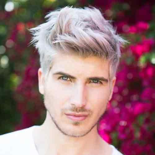 taper-fade-con-top-desordenado-y-cabello-decolorado-con-morado
