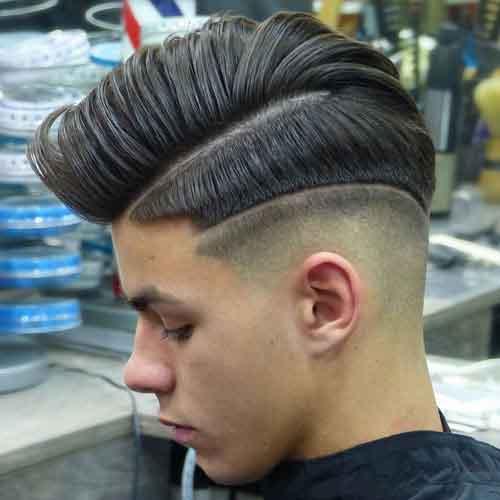 Peinado degradado con comb over y linea en el cabello