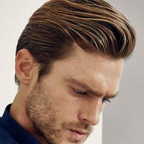 peinado de cabello de longitud media con la espalda cepillada