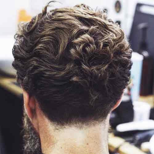 cabello rizado de longitud media