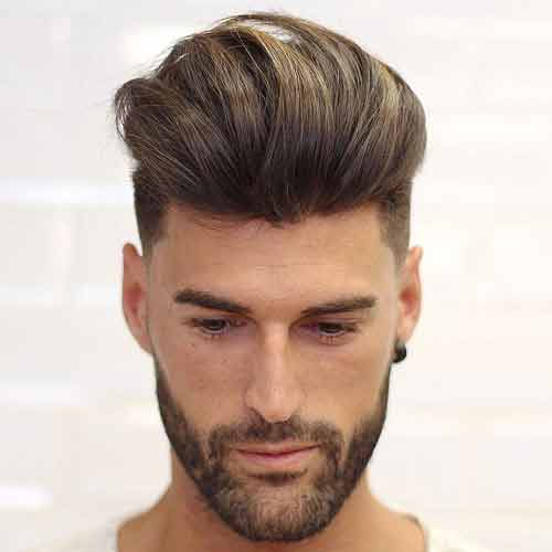 corte de pelo quiff largo con undercut fade y barba llena