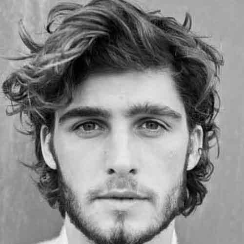 peinado-con-cabello-ondulado-largo-y-barba