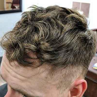 peinado-con-cabello-texturizado-ondulado-en-top-y-laterales-cortos