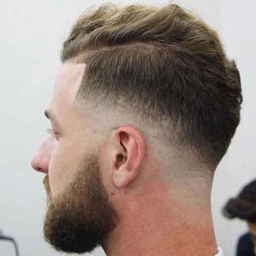peinado-con-cultivo-low-skin-fade-y-ondulado-en-top-y-barba