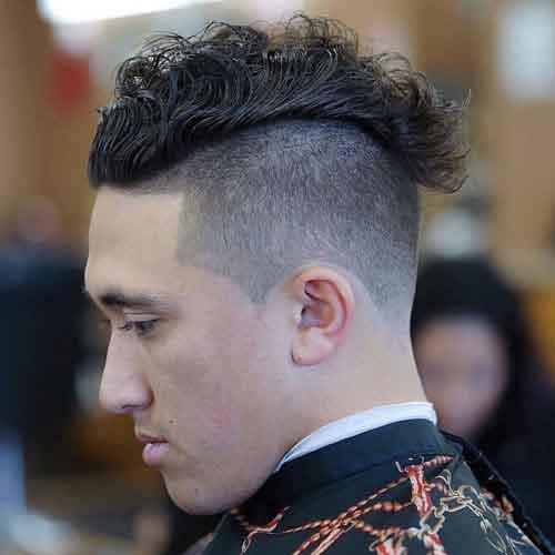 peinado-ondulado-con-cresta-y-undercut-para-hombre
