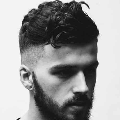 peinado-ondulado-con-pelo-corto-y-high-skin-fade-y-barba-llena