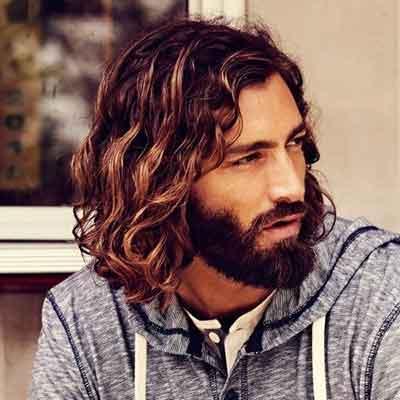 peinado-ondulado-largo-con-barba-llena