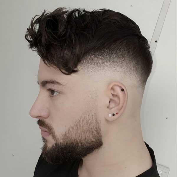 Corte de pelo corto texturado con flequillo largo