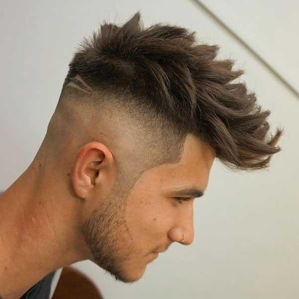 Peinado con puntas largo con degradado de la piel alta