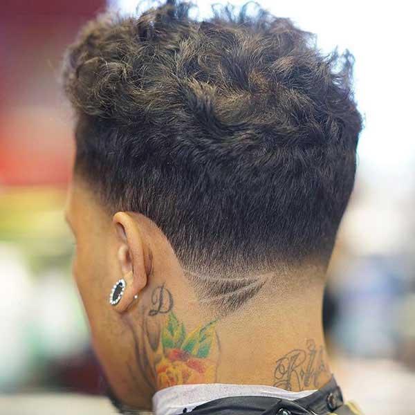 Peinado corto naturalmente rizado
