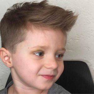Divertido-y-Limpio-corte-de-cabello-para-niños