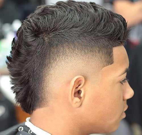 La cresta con degradado y cabello en forma