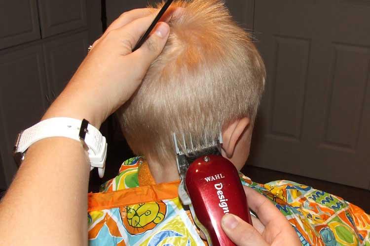 con maquina corte de cabello niños