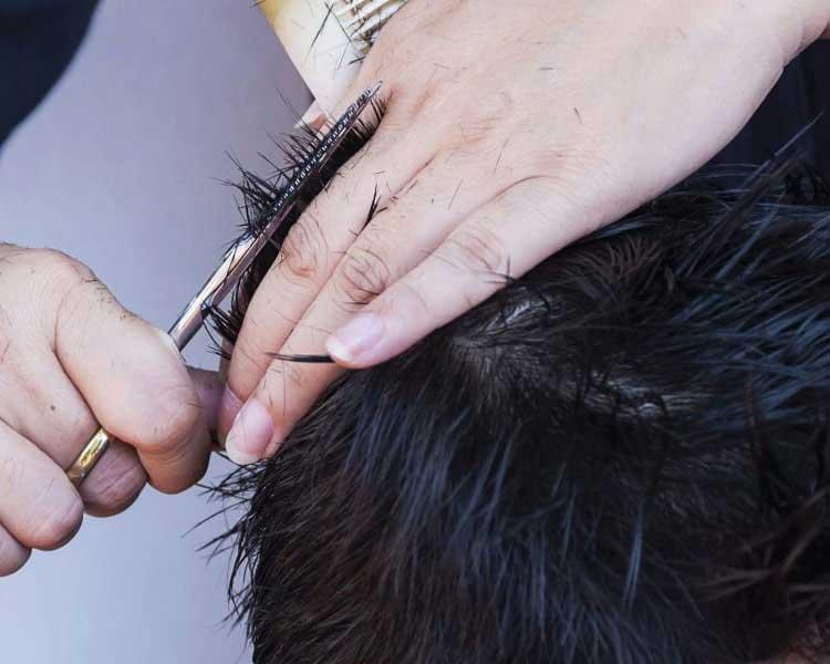 cortando cabello niños