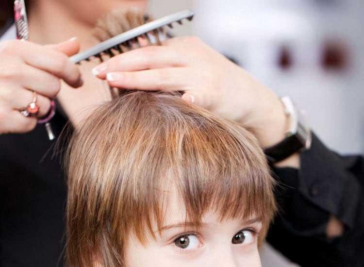 cortando en capa pelo niños