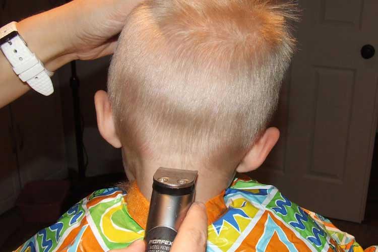 cortando pelo niños