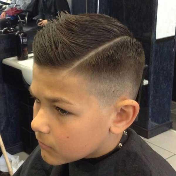 parte lateral y comb over para niños con degradado