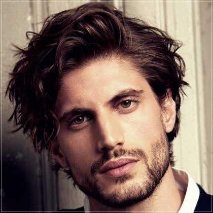 corte de pelo rizado y ondulado para hombres