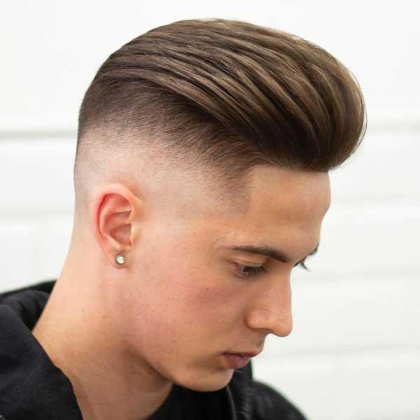 Con peinado en la parte posterior del cabello