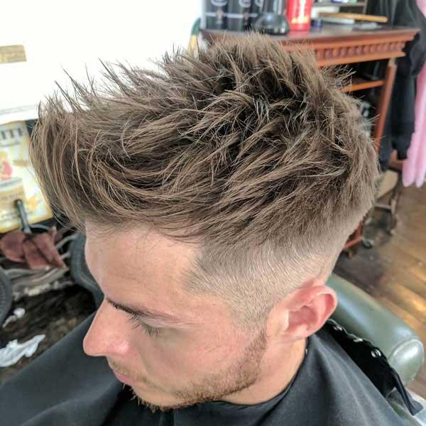 Conicidad del cabello con puntas desordenada