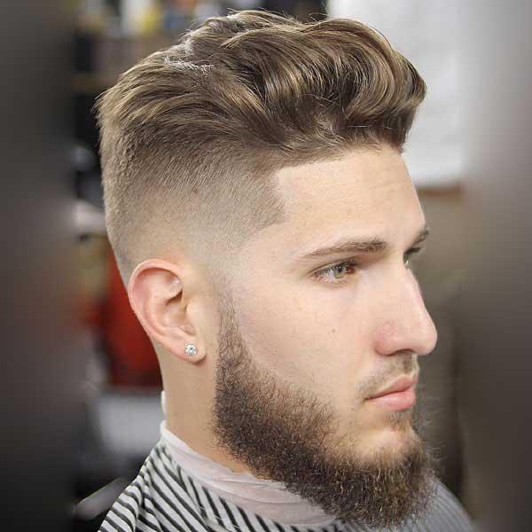 Corte de pelo para hombres de longitud media con degradado de la piel alta